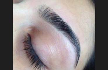 Eyebrow threading and faded tint effect